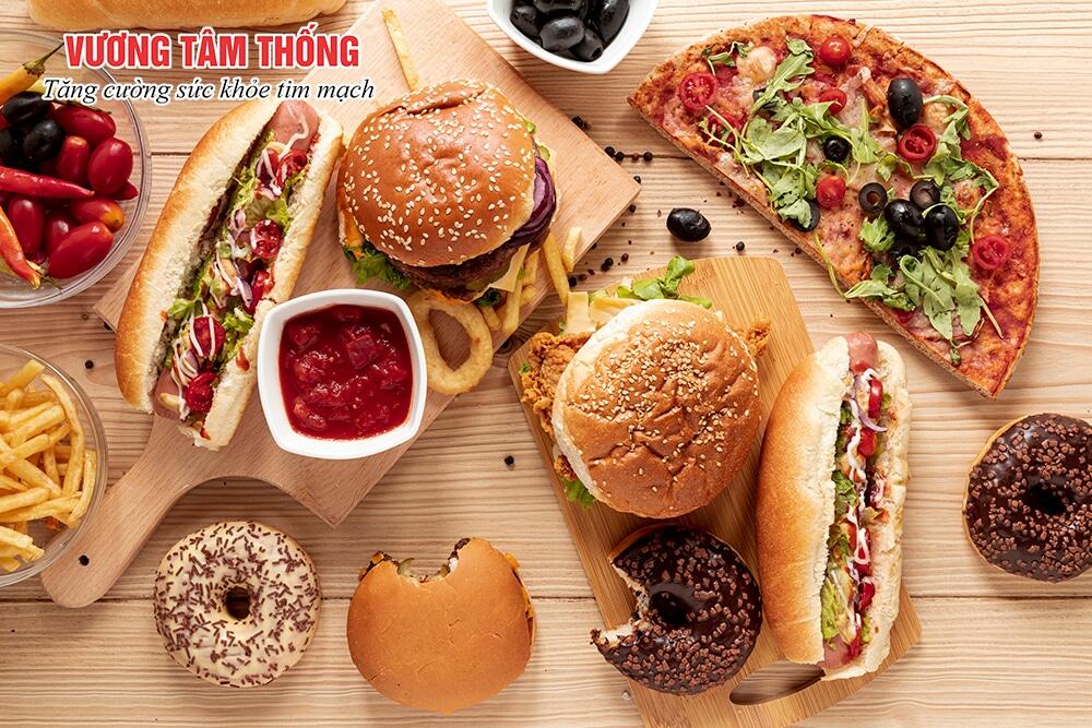 Người bệnh cao huyết áp cần hạn chế ăn thực phẩm chế biến sẵn